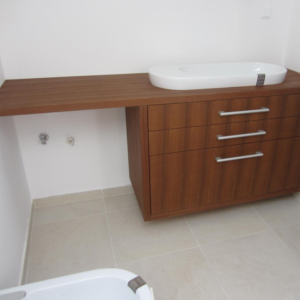 kopalnica iz Teakovega furnirja