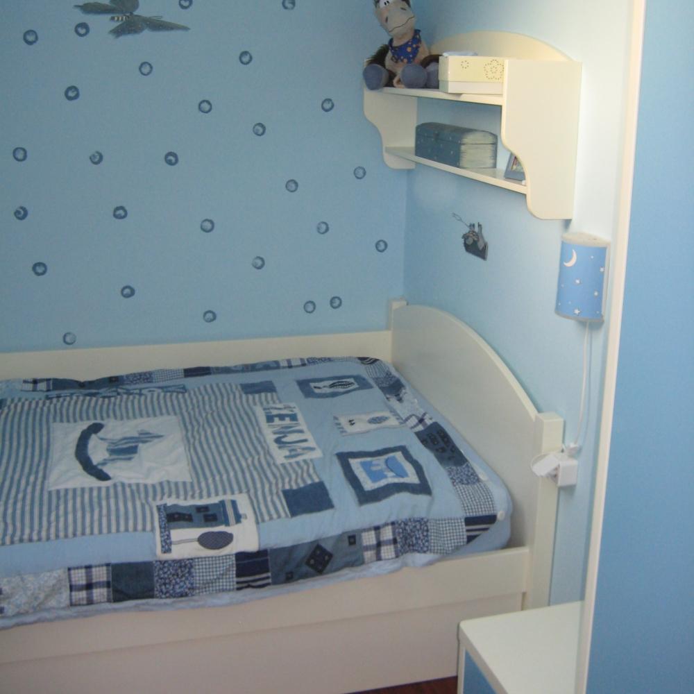 barvana otroška soba z zaobljenimi vogali in skritimi ročaji