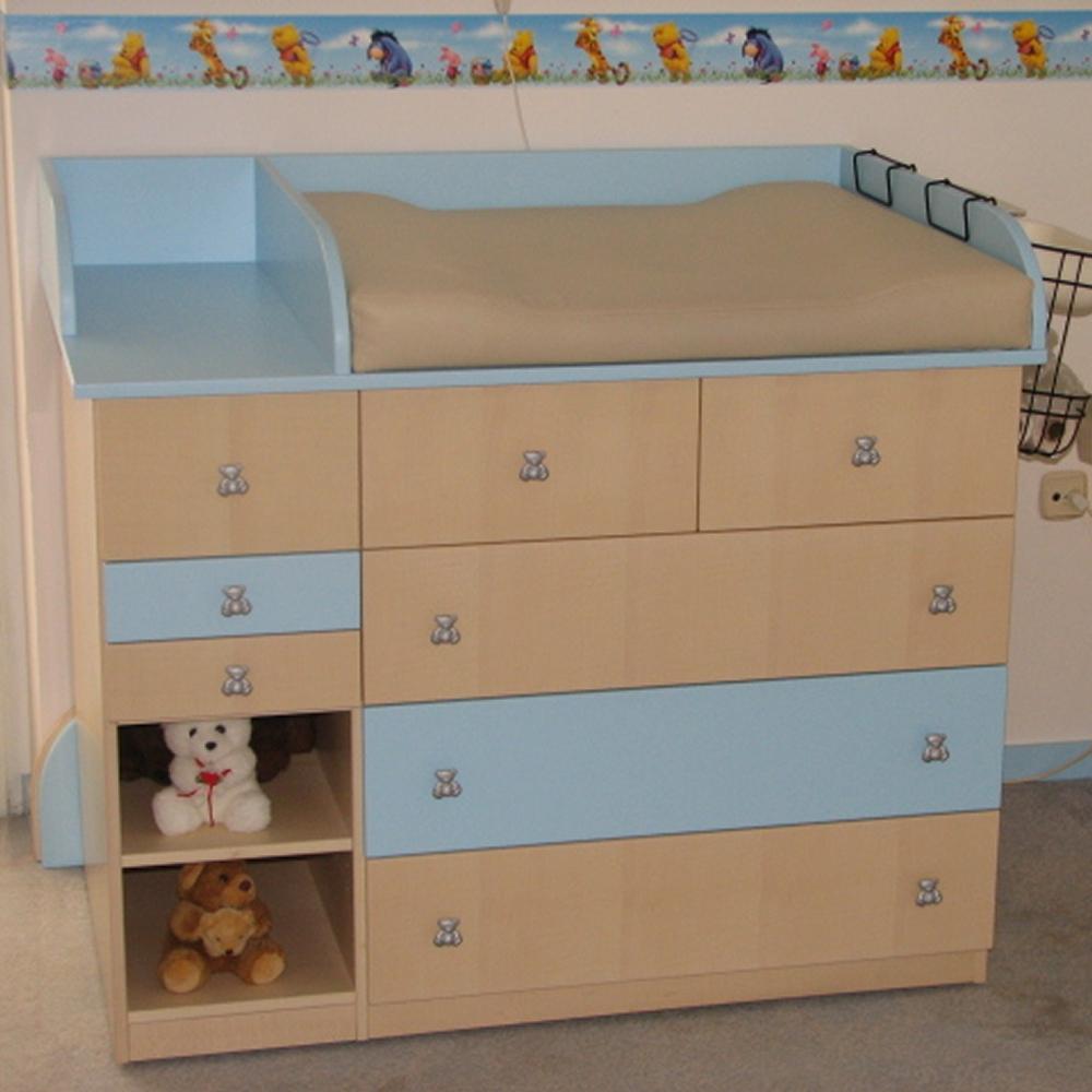 oprema prostora za dojenčka, s previjalno mizo