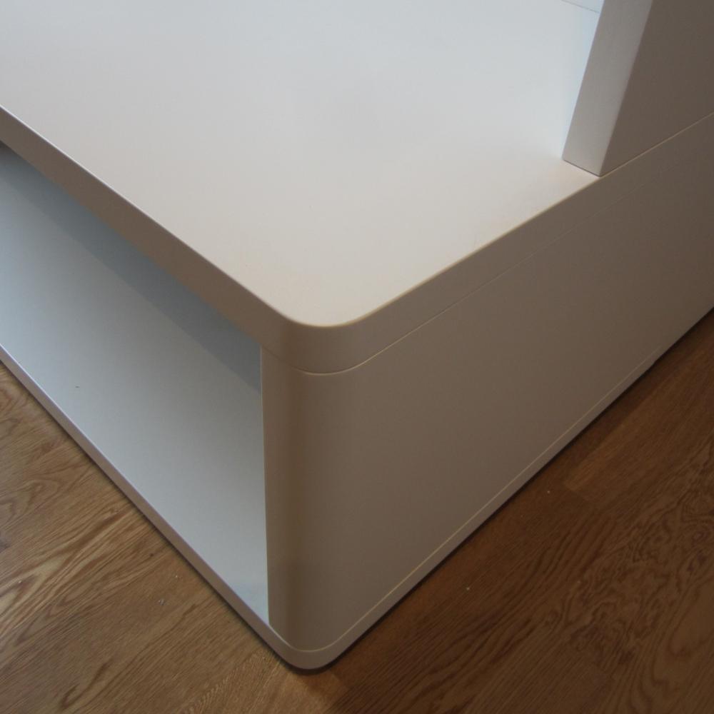 velika predsoba po meri - omare brez ročajev, v mat beli barvi